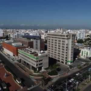 Torres de apartamentos en construcción en Evaristo