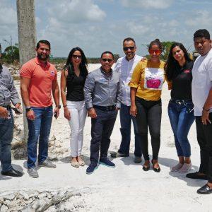 Estamos frene al solar donde se desarrolla el proyecto de Casas y apartamentos en construccion en Punta Cana - Equipo Dagoberto Hernandez y Equipo Regis Jimenez Remax