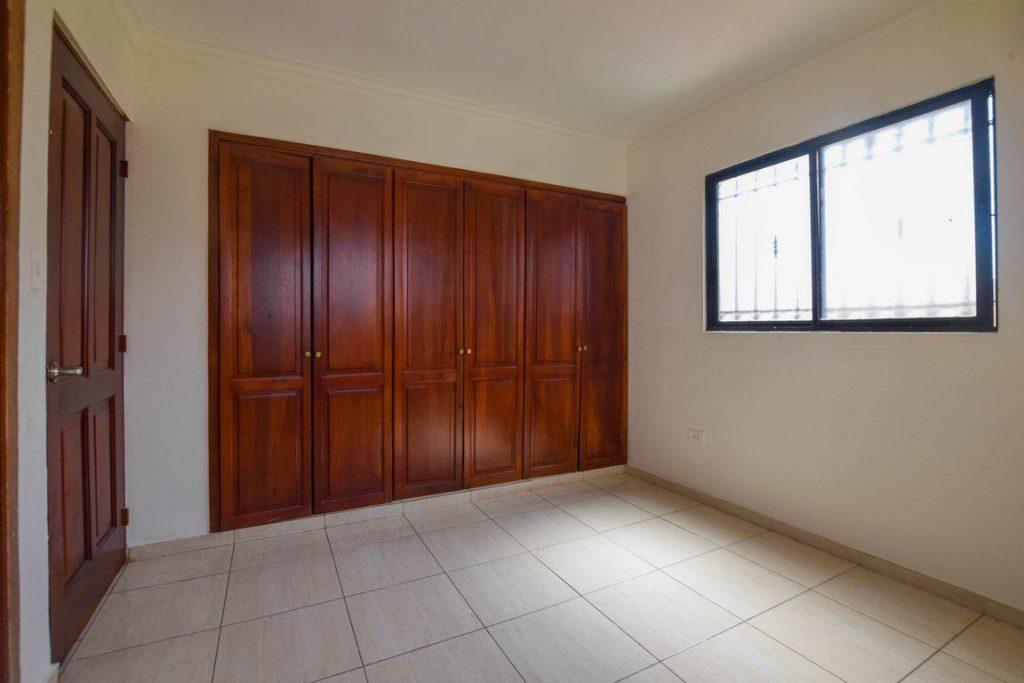 Casa en Proyecto Cerrado en Santo Domingo