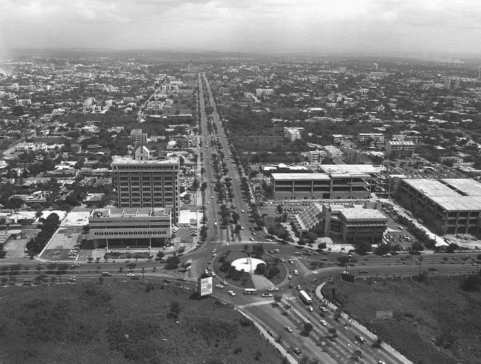 Apartamentos en RD Ciudad de Santo Domingo Av. 27 de Febrero Esquina Winston Churchill de IMAGENES DE NUESTRA HISTORIA RD FACEBOOK - FOTO DE ONORIO MONAS