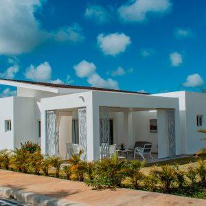 Villas con patio en Punta Cana cerca de la playa - Regis Jimenez remax RD