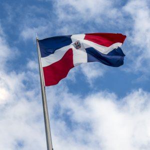 Permiso de Residencia en RD para pensionados e invertir en Bienes Raices -Bandera Dominicana. Regis Jimenez Remax RD