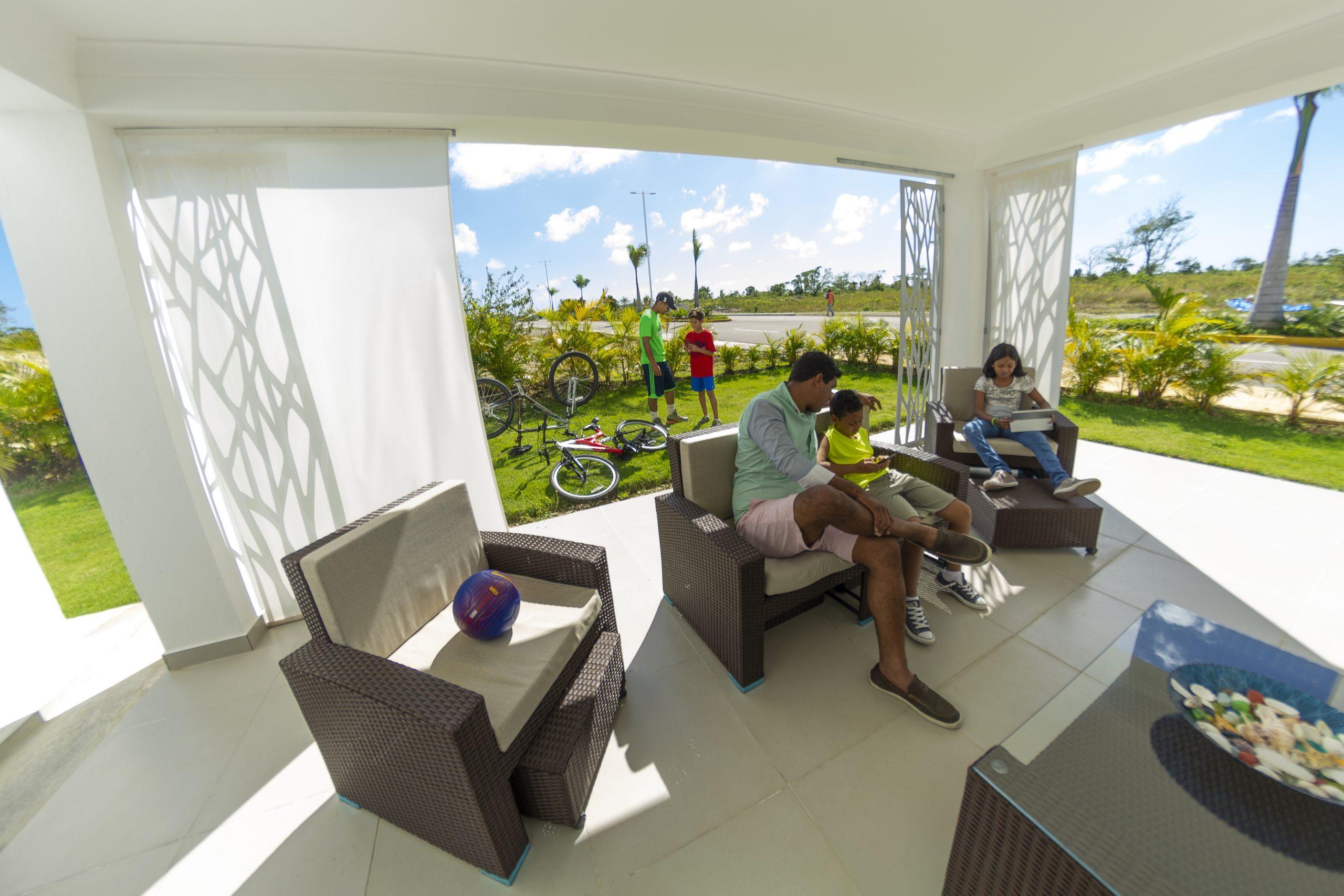 Segunda Vivienda Oasis del Lago, Villas con Patio y piscina en Punta Cana Regis Jimenez 1-809-350-4540