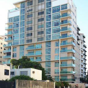 Apartamento en venta en Piantini. Inversión y alquiler AIRBNB - Alquilado en US$1,700 InvierteRD Realtors Remax Inmobiliaria - Regis Jimenez - City Max Tower